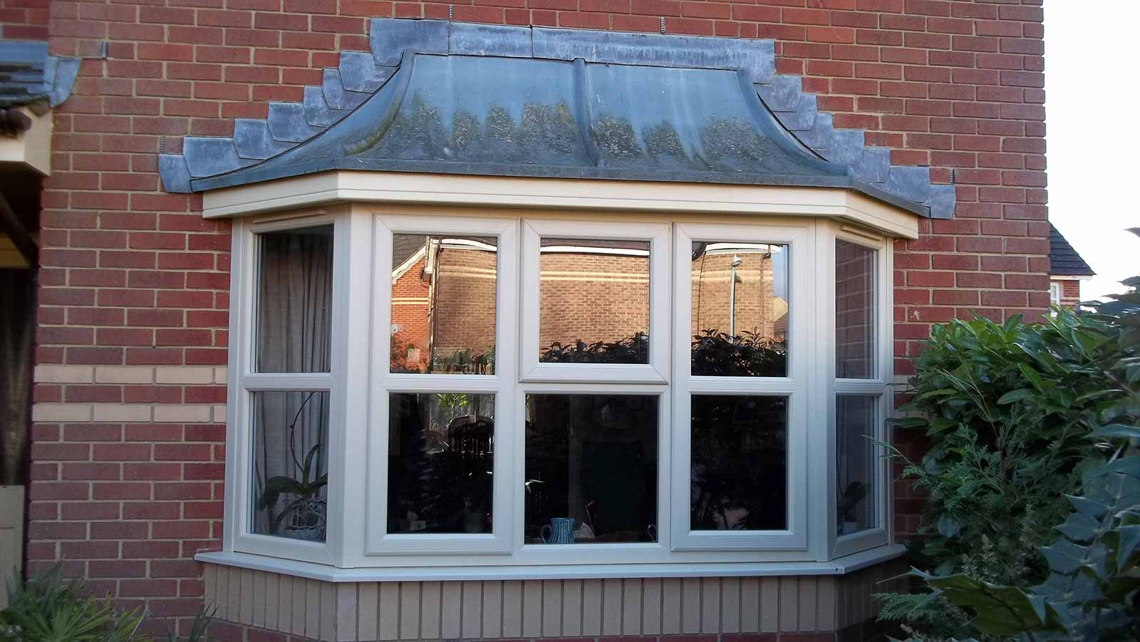 Upvc bow and bay windows clacton on sea bow and bay for Energy efficient bay windows